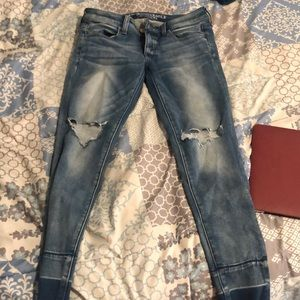 Jeggings American eagle size 6 rips in knees